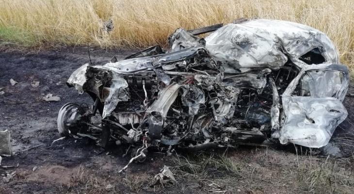 Пензенцы сняли на видео жуткую аварию, в которой заживо сгорел человек - видео