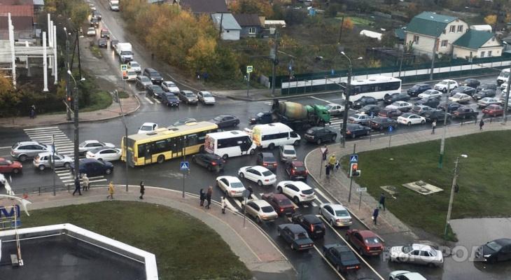 «Судный день»: в Пензе из-за наледи образовались колоссальные пробки