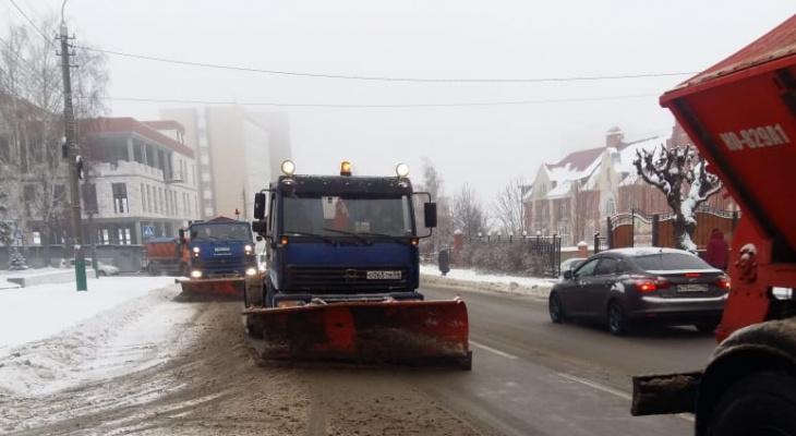 В Пензе начали бороться с первым снегом