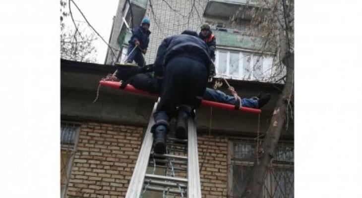 В Пензе 24-летний парень выжил после падения с пятого этажа