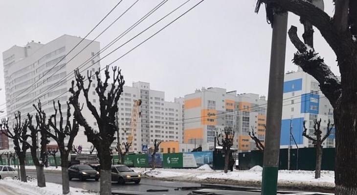 ЧП на дороге: пензенский длинномер рассыпал плиты на проезжей части