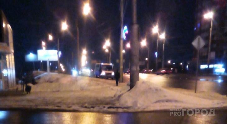 Разваливаются на глазах: у маршрутки в Пензе отлетело колесо на повороте