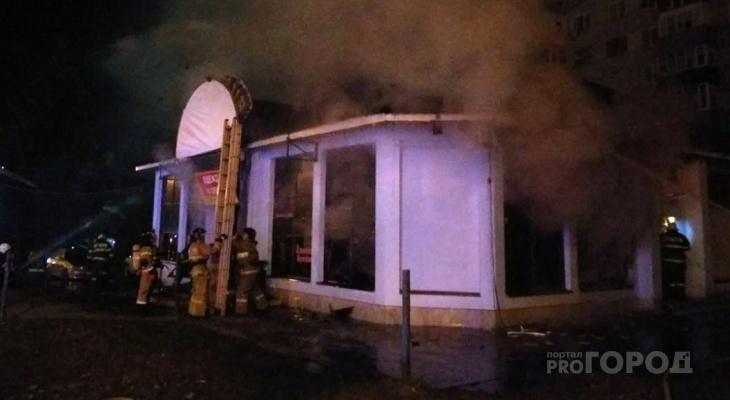 Ночью в Пензе торговый павильон был объят пламенем