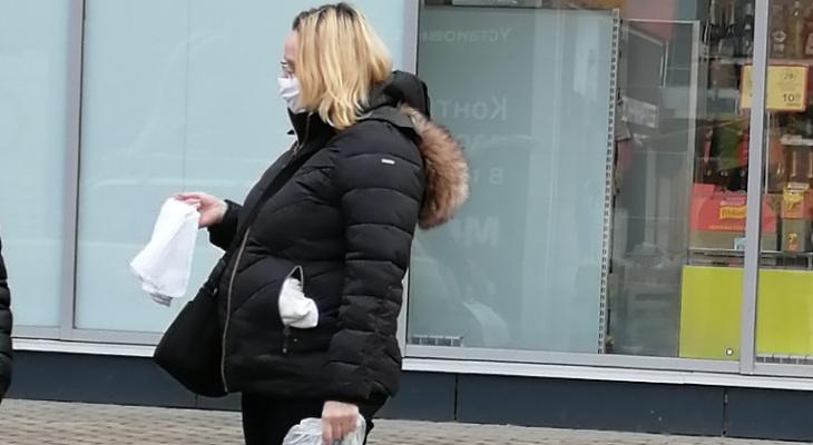 Продают с рук: пензенцы удивлены уличной распродаже масок