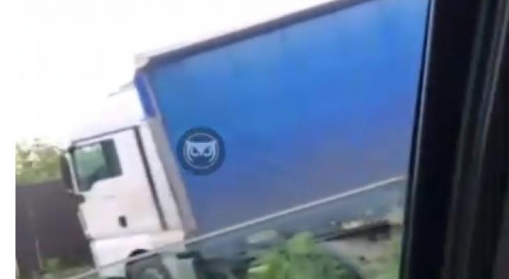 """""""Прилегла"""": в Пензенской области фура вылетела с дороги"""
