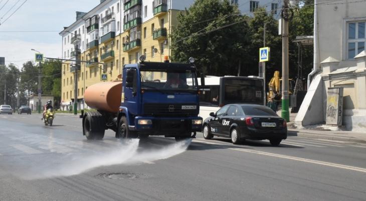 В Пензе идет поливка улиц из-за жары
