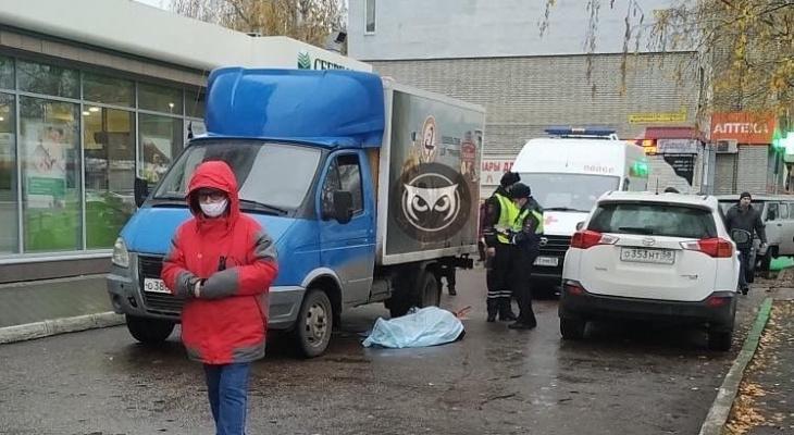 Русскую Девку Имеют В Прозрачном Фургоне В Центре Европейской Столицы Маленьким Членом
