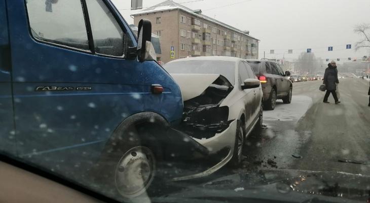 Появились фото с места кошмарной аварии в Пензе на Кулакова