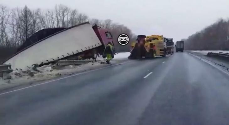 """На трассе """"Пенза-Тамбов"""" произошла серьезная авария с фурой"""