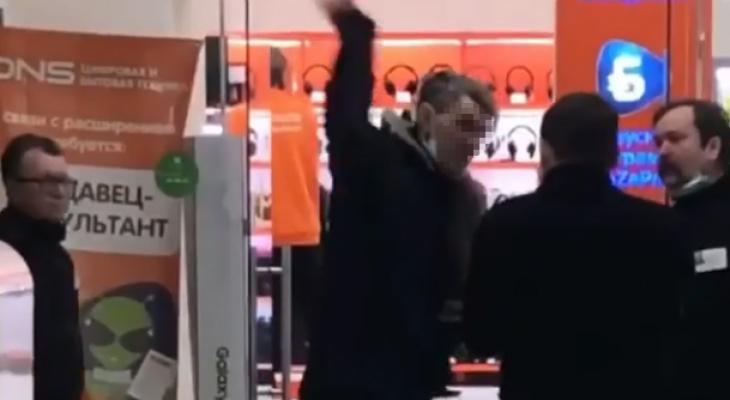 «Весеннее обострение»: в торговом центре Пензы нашли «неприкасаемого» - видео