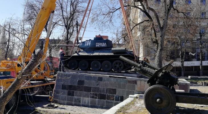 Танк Т-34 поставили на постамент у Пензенского краеведческого музея