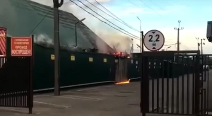 В Пензе в микрорайоне Северная Поляна загорелось кафе - подробности