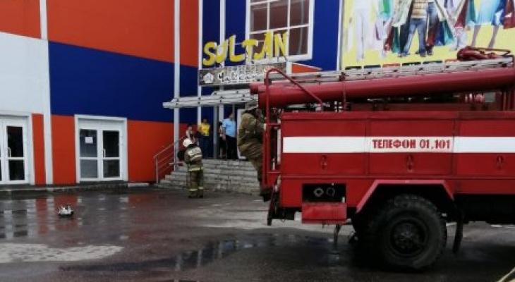 В Пензенской области из-за пожара в торговом центре эвакуировали 10 человек