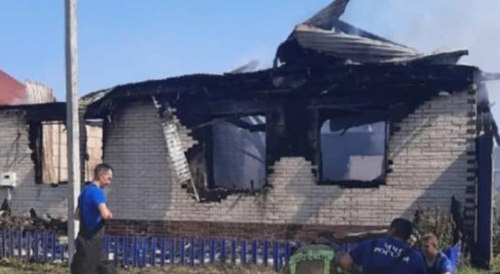 «Семья из 6 человек»: в селе под Пензой пожар уничтожил жилой дом
