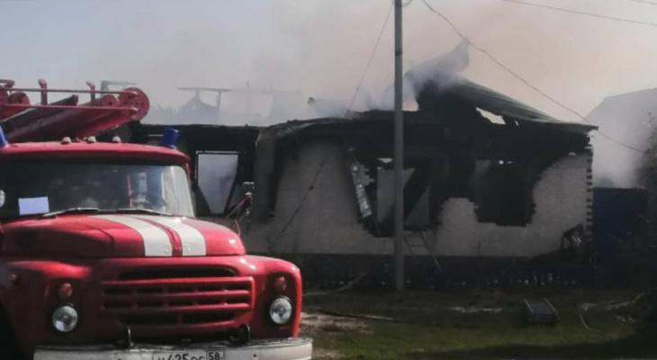 В МЧС рассказали, кто пострадал в пожаре под Пензой