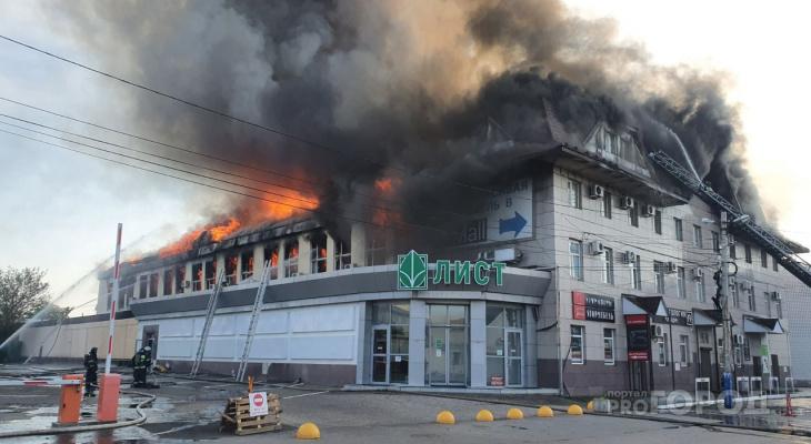 В центре Пензы горит торговый центр: подробности