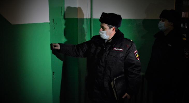 Обаятельный незнакомец лишил 65-летнюю женщину почти миллиона рублей