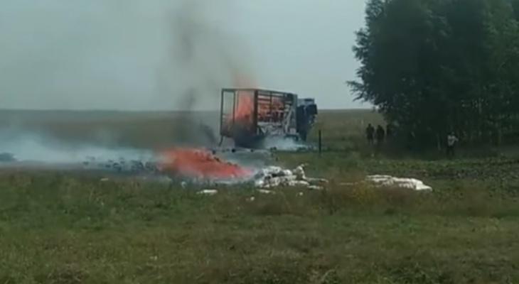 Появилось видео с места возгорания полуприцепа с пряжей в Пензенской области