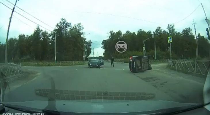 Выехал на красный: в Пензе на видео попала жёсткая авария на перекрестке
