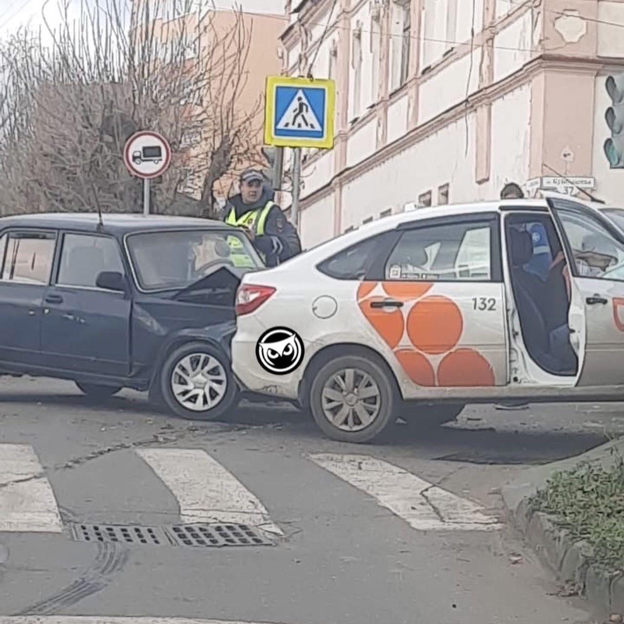 В Пензе произошла жесткая авария на перекрестке
