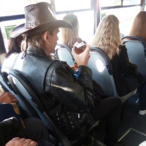 Ковбой в автобусе: пензенцы обсуждают стильный «прикид» земляка
