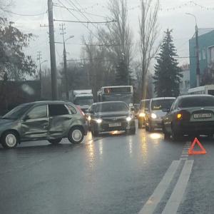 «Большая пробка в сторону Терновки»: из-за аварии в Пензе затруднено движение