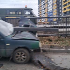 В ГИБДД Пензы рассказали подробности аварии, где авто влетело в отбойник