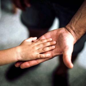 «Отец спасал дочку»: горожане вступились за пензенца, выпавшего из окна с 3-летней малышкой