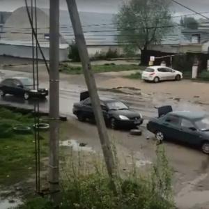 Пензенцы пробивают колеса на дороге – видео