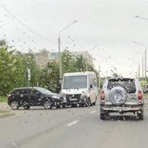 В Пензе маршрутка и легковая машина попали в ДТП