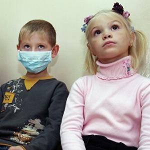 Стало известно, сколько детей заболело COVID-19 за сутки