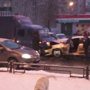 Авария с лобовым столкновением произошла в Пензе