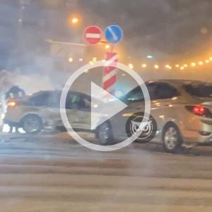 «Человек пострадал». В Пензе водитель протаранил автомобиль ДПС - видео