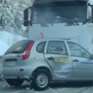 «Моментальная карма». В Пензенской области на трассе столкнулись фура и учебный автомобиль