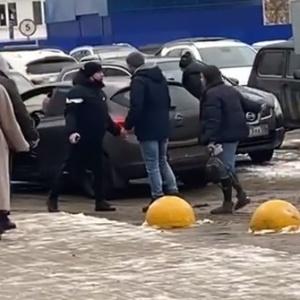 «Я запомню твой номер»: в Пензе двое водителей устроили разборки на улице