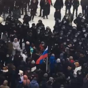 «Дубасили протестующих»: как проходит шествие и в поддержку Навального в Пензе