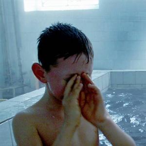 """""""Тему замяли и откупились путевками"""": новые подробности об отравлении детей хлором в бассейне"""