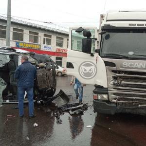 Стало известно, кто пострадал в жесткой аварии с грузовиками в Пензе